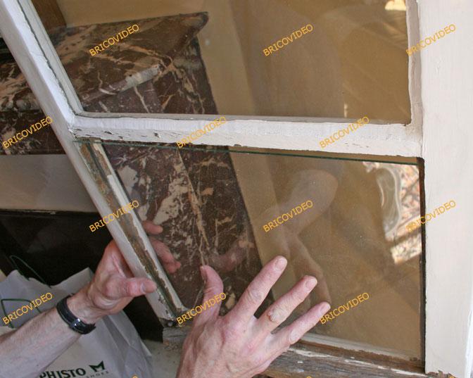 astuces pour vos travaux de bricolage changer une vitre sur porte fen tre en pvc. Black Bedroom Furniture Sets. Home Design Ideas