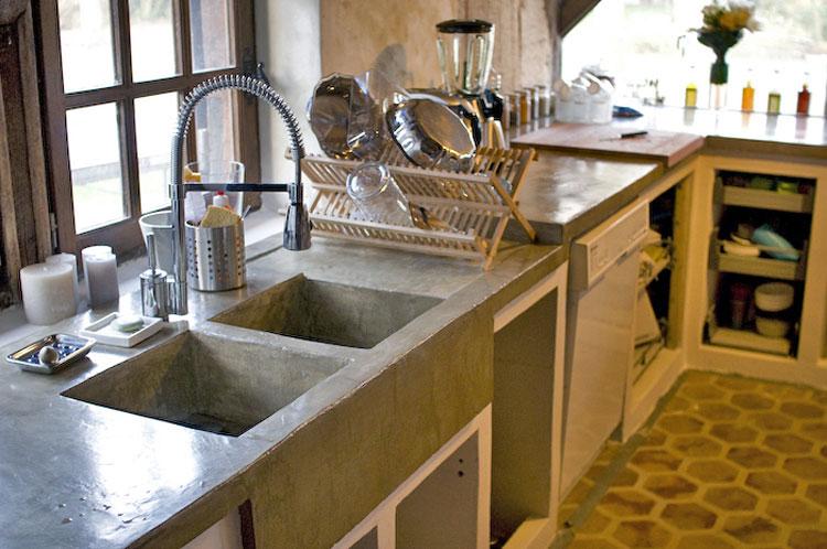 Assistance des bricoleurs comment nettoyer meubles for Fixer un plan de travail cuisine