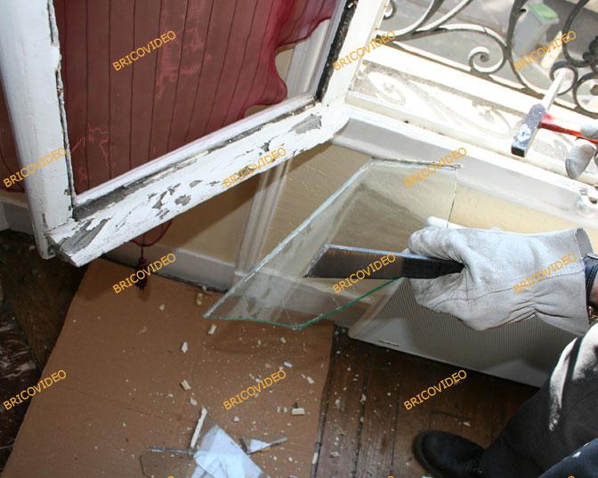 Conseils entraide bricolage d coller du film plastique sur un carreau - Enlever de la colle sur du plastique ...