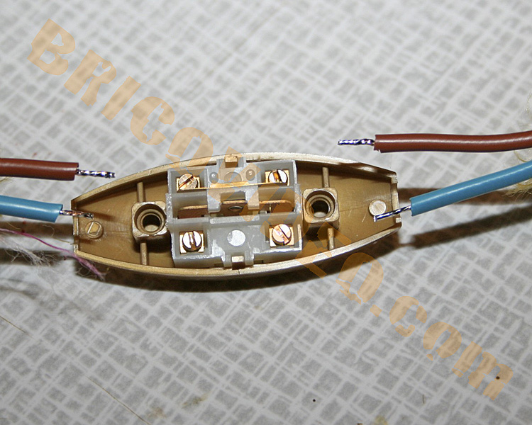 http://www.images-bricolage.com/electricite/interrupteur-bricolage-01.jpg