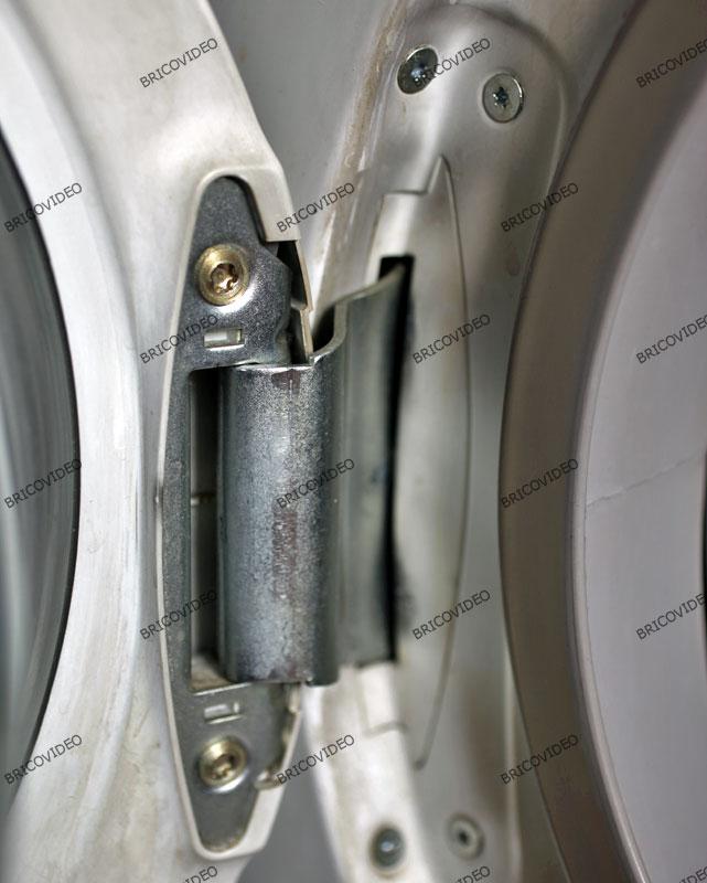 lave linge/remplacer charniere porte machine a laver