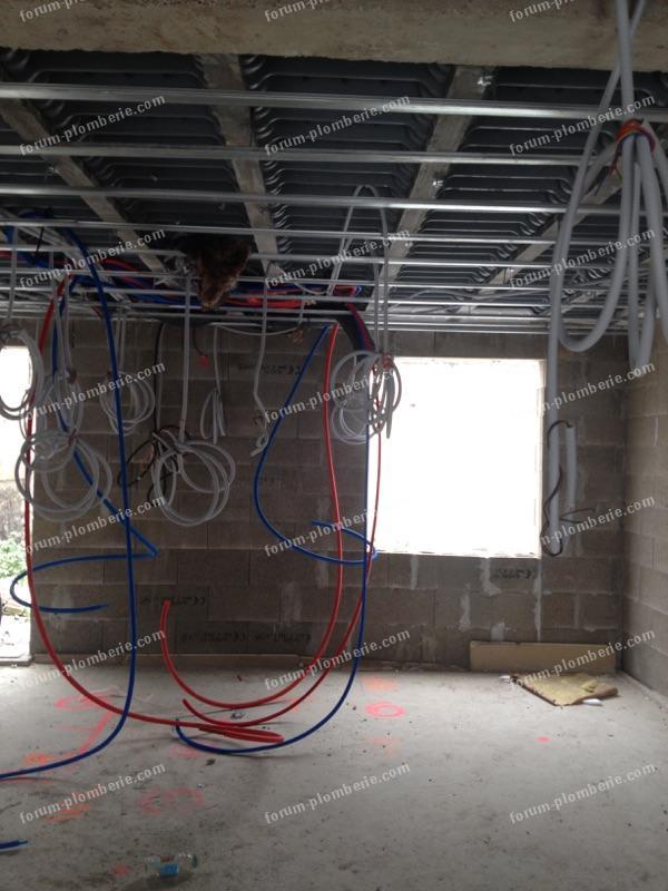 passer tuyaux rails de plafond 1