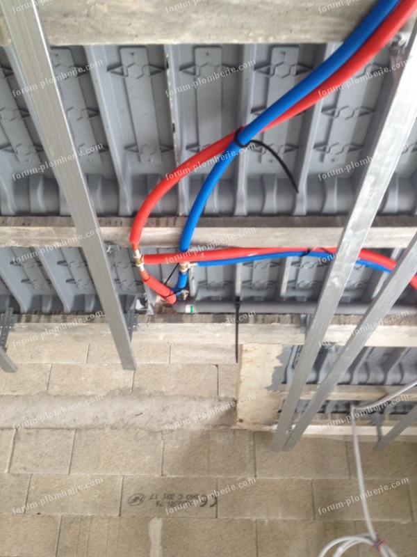 passer tuyaux rails de plafond 3