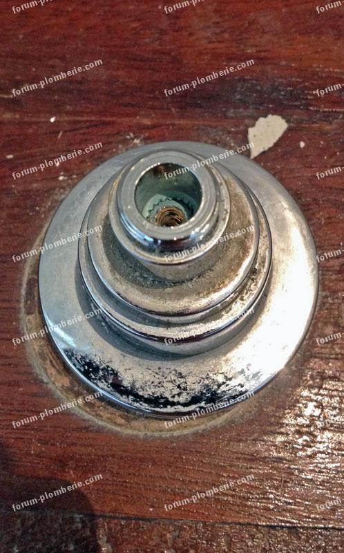 conseils r paration plomberie fuite robinet sur radiateur. Black Bedroom Furniture Sets. Home Design Ideas