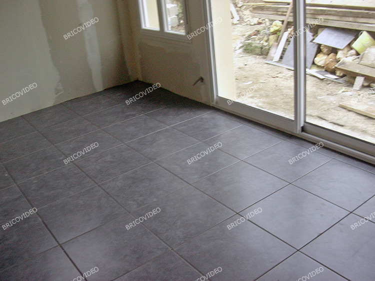Comment coller du rev tements de sol carreaux en terre for Joint carrelage plancher chauffant