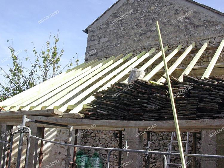 Conseils pour remplacer des tuiles conseil charpente for Charpente pour bac acier toiture